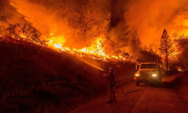 California wildfires destroy hundreds of homes as residents flee