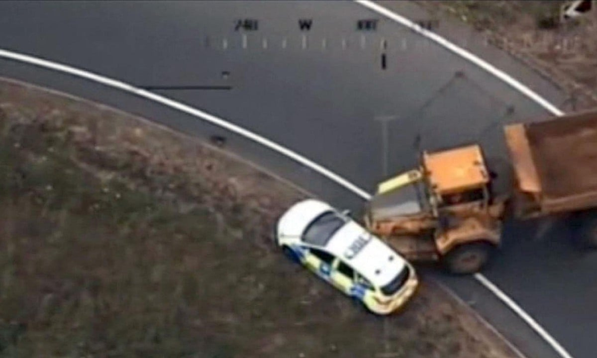 Dumper truck rams police cars in 40-mile chase across Norfolk and Suffolk –  video