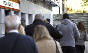 Unemployment in Spain raises to 27 percent in the first quarter