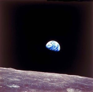 Great press photography: A view of Earth from the moon