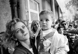 Press photography: Gordana Burazor and young son, wait to be evacuated from Sarajevo in 1992