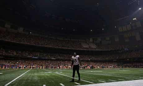 Salesforce: a player stands in the middle of the field during the blackout at Superbowl 2013
