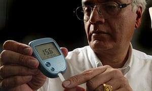 Man tests blood sugar