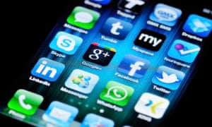 Accenture: Social Media Apps on Apple iPhone 4
