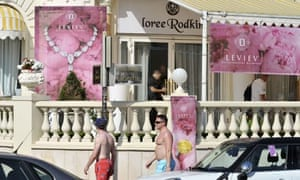 scene of Carlton Cannes jewellery store heist