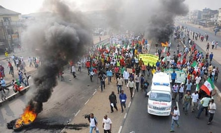 Nigerians protest against the removal of the fuel subsidy