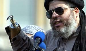 Radical Muslim cleric Sheikh Abu Hamza al-Masri addresses rally for Islam