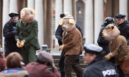 The Three Little Pigs are escorted into court in The Guardian's TV advert
