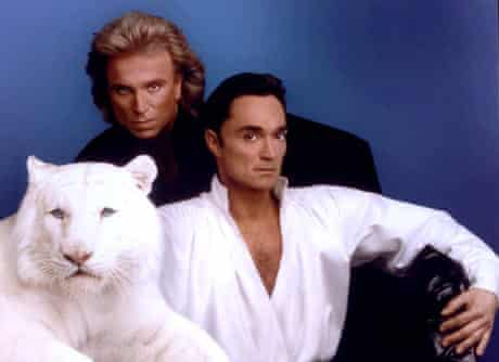 Siegfried & Roy pose with their white tiger