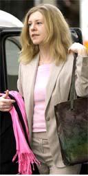 Katherine Gun arrives at the central criminal court