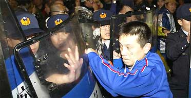 Protests in Taipei, Taiwan over election of President Chen Shui-bian