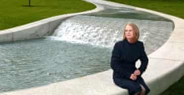 Kathryn Gustafson with the Diana memorial fountain