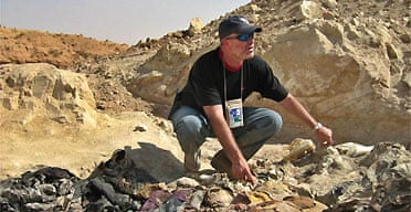 Greg Kehoe, a US lawyer working with the Iraqi Special Tribunal, views a mass grave site being excavated in the northern Iraqi town of Hatra
