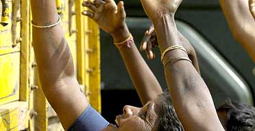 Indian tsunami survivors reach out for food supplies