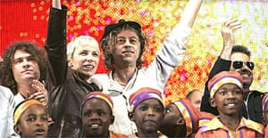 Bob Geldof and Annie Lennox wave to the crowd at the finale of Live 8 in Hyde Park