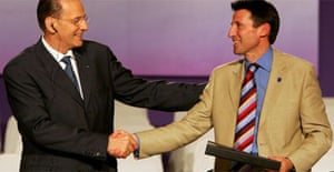 London 2012 chairman Sebastian Coe (R) receives the Host City contract from IOC president Jacques Rogge in Singapore