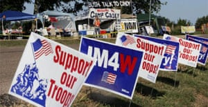 Opposing viewpoints of protesters gathered near George Bush's ranch in Texas