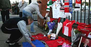 Fans pay tribute to George Best outside Old Trafford. Photograph: Alex Livesey/Getty