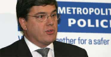 Peter Clarke of the Metropolitan police delivers a statement on investigations into the alleged bomb plot