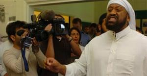 Abu Izzadeen interrupts John Reid's speech to Muslim parents