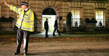 Police block traffic outside the Millennium hotel, Grosvenor Square