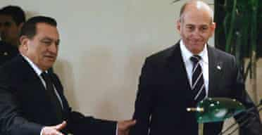 Israeli prime minister Ehud Olmert (r) arrives for a joint press conference with Egyptian president Hosni Mubarak in the Red Sea resort of Sharm el-Sheikh.