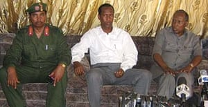 A Somali officer sits next to the Somali prime minister, Ali Mohamed Gedi (centre), and the president, Abdullahi Yusuf (right), at a briefing in Mogadishu