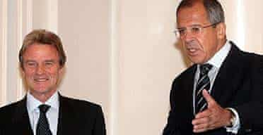The French foreign minister, Bernard Kouchner, with his Russian counterpart, Sergei Lavrov