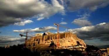 4,500 antiquities from the Acropolis will be  moved by cranes to the new museum