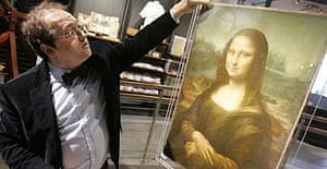 Pascal Cotte with a replica of Leonardo da Vinci's Mona Lisa