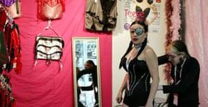 A model at Erotica 07