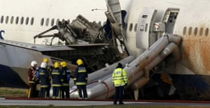 plane crash-lands at Heathrow
