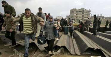 Palestinians cross from Gaza into Egypt
