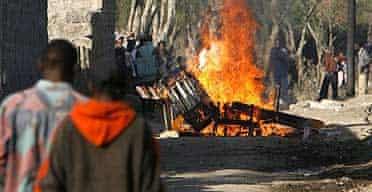 Kikuyu tribe members burn properties in Kenya