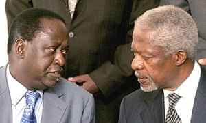 Kenyan opposition leader Raila Odinga (l) speaks with former UN secretary general Kofi Annan in Nairobi.