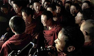 Tibetan monks disrupt a visit of foreign journalists to the Jokhang Temple in Lhasa