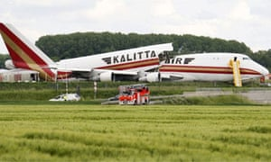 A cargo plane of the American company Kalitta Air that crashed and split in half at Brussels Zaventem airport