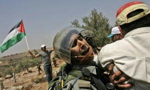 Israeli border police clash with Palestinian demonstrators in Nilin