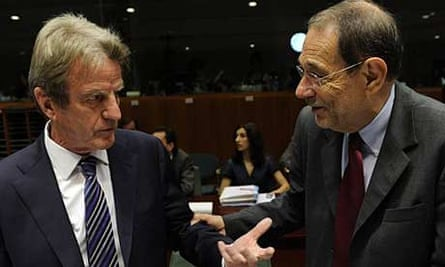 The French foreign minister, Bernard Kouchner, with the EU foreign policy chief, Javier Solana, in Brussels
