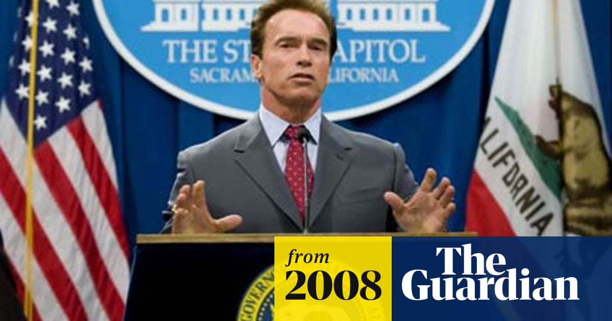 Governor Arnold Schwarzenegger lays off thousands of ...