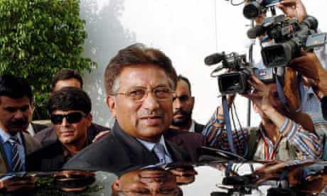 Musharraf surrounded by media