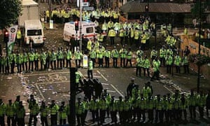 Police tackle violence at the Notting Hill carnival