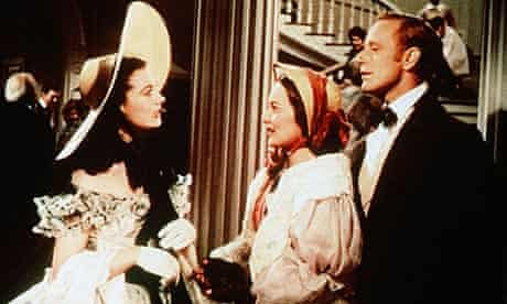 Leslie Howard, right, with Vivien Leigh and Olivia De Havilland in Gone With The Wind (1939)