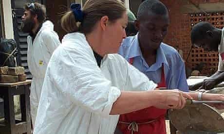 Claude Koenig and Rungwe Kingdon, trustees of the Ruwenzori Sculpture Foundation, conducting a workshop in Uganda