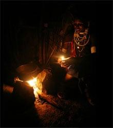 Nongishu Kingi prepares ugali - Masai / Tanzania
