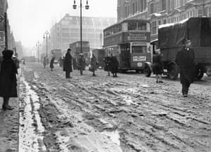 Gallery Routemaster: Weather - Winter Scenes - Snow in Oxford Street - London - 1947