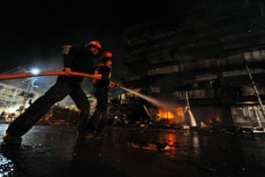 Gallery 22 December 2008: Rawalpindi, India: Rescuers extinguish fire at the burning shopping plaza