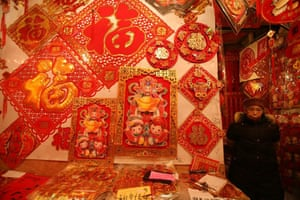 Gallery 22 December 2008: Chongqing, China: A vendor waits for customers
