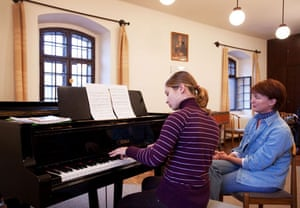 A piano lesson at Haydn's Music House
