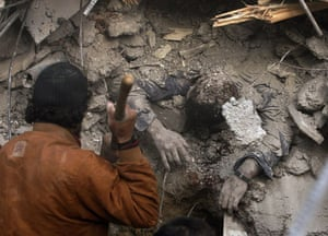 Gallery Gaza air strikes: Palestinians try to dig out a security force officer from Hamas